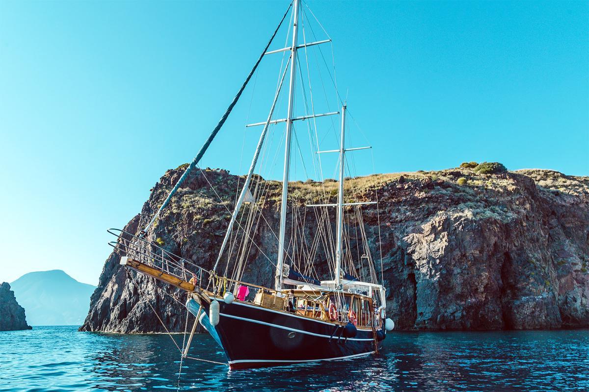 Eolie barca a vela Panarea