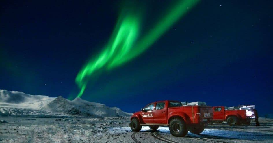 Islanda aurora boreale auto